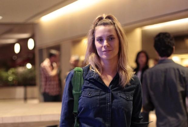 Carolina Dieckmann vai a evento depois de virar noite na fes