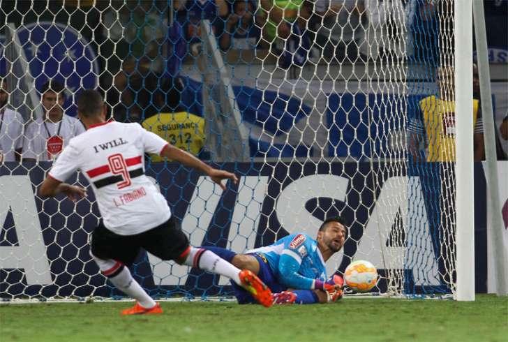 Luis Fabiano critica postura de Pato e dá recado: