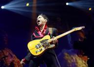 Prince sobe ao palco em show pela paz em Baltimore