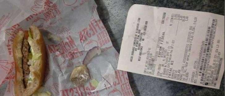 Homem encontra curativo usado dentro de hamburguer do McDona