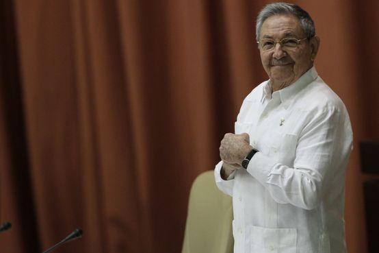 Raúl Castro promete voltar a rezar