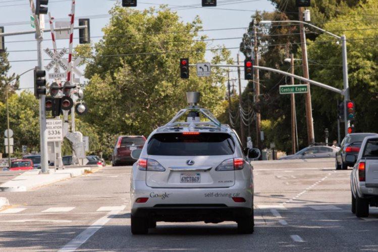 Carros sem condutor do Google tiveram 11 acidentes em seis a